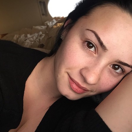 demi-lovato-no-makeup-monday-12
